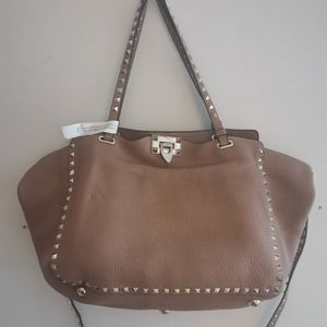Valentino Rockstud Medium Trapeze beige bag